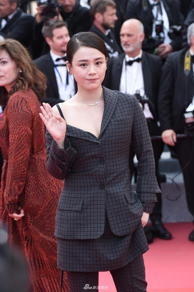 Cannes 2018: Phạm Băng Băng gây thất vọng vì nhuộm xanh thảm đỏ, hở ngực - gây sốc vẫn được tận dụng triệt để - Ảnh 21.