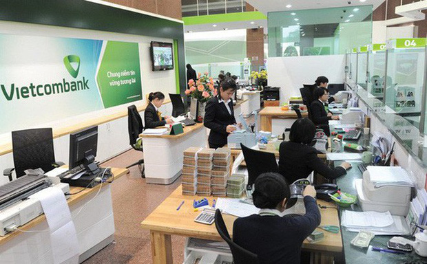 Sau SMS Banking và Mobile Banking, Vietcombank lại tăng phí rút tiền qua ATM - Ảnh 1.