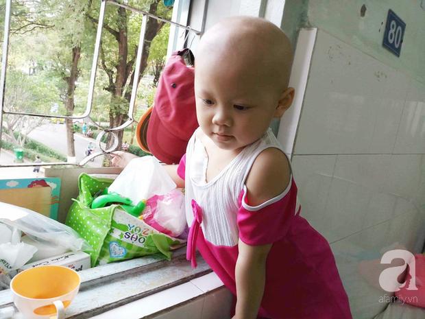 Nước mắt của bé gái 4 tuổi bị ung thư máu đang mất dần cơ hội chạy chữa: Có phải không tiền, con sẽ chết hả mẹ? - Ảnh 12.