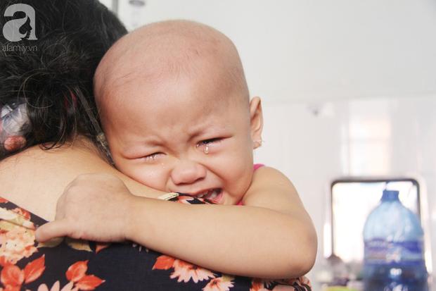 Nước mắt của bé gái 4 tuổi bị ung thư máu đang mất dần cơ hội chạy chữa: Có phải không tiền, con sẽ chết hả mẹ? - Ảnh 13.