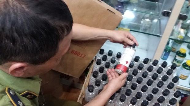 Hà Nội: Đột nhập kho hàng mỹ phẩm không chứng từ, phát hiện 5000 sản phẩm thực phẩm chức năng hết hạn - Ảnh 17.