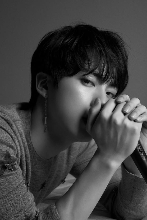 BTS tung ảnh cả nhóm nhưng fan chỉ tập trung bình luận về bức ảnh của Jimin vì chi tiết nhạy cảm - Ảnh 18.