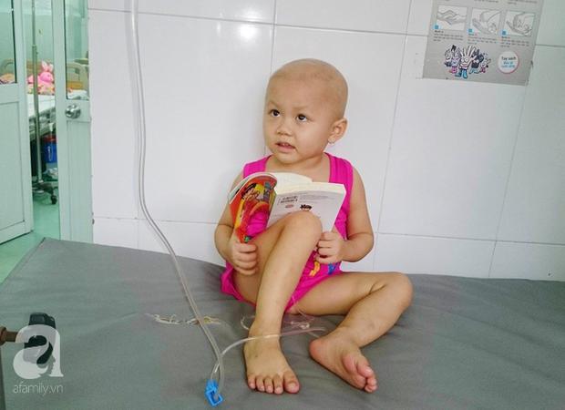 Nước mắt của bé gái 4 tuổi bị ung thư máu đang mất dần cơ hội chạy chữa: Có phải không tiền, con sẽ chết hả mẹ? - Ảnh 3.