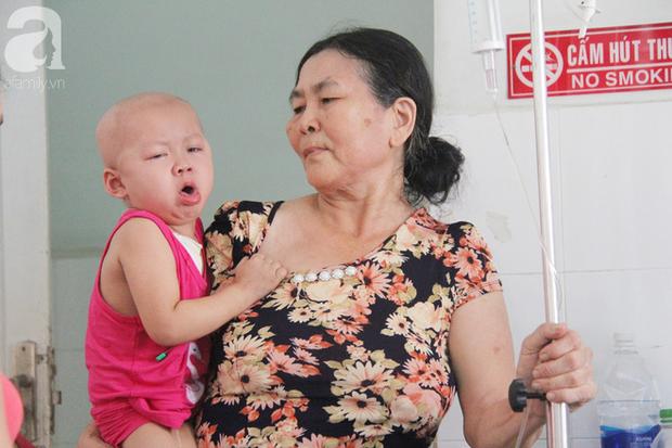 Nước mắt của bé gái 4 tuổi bị ung thư máu đang mất dần cơ hội chạy chữa: Có phải không tiền, con sẽ chết hả mẹ? - Ảnh 4.