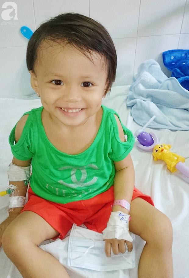 Nước mắt của bé gái 4 tuổi bị ung thư máu đang mất dần cơ hội chạy chữa: Có phải không tiền, con sẽ chết hả mẹ? - Ảnh 5.