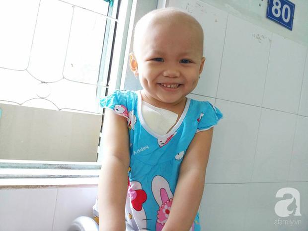 Nước mắt của bé gái 4 tuổi bị ung thư máu đang mất dần cơ hội chạy chữa: Có phải không tiền, con sẽ chết hả mẹ? - Ảnh 6.