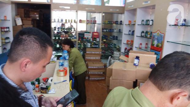 Hà Nội: Đột nhập kho hàng mỹ phẩm không chứng từ, phát hiện 5000 sản phẩm thực phẩm chức năng hết hạn - Ảnh 9.
