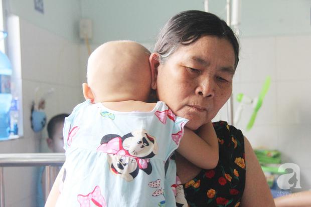 Nước mắt của bé gái 4 tuổi bị ung thư máu đang mất dần cơ hội chạy chữa: Có phải không tiền, con sẽ chết hả mẹ? - Ảnh 8.
