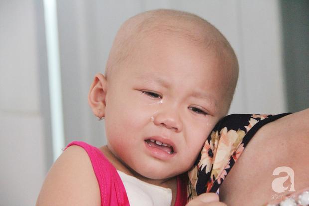 Nước mắt của bé gái 4 tuổi bị ung thư máu đang mất dần cơ hội chạy chữa: Có phải không tiền, con sẽ chết hả mẹ? - Ảnh 9.