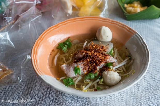 Độc đáo ẩm thực chợ nổi Tha Kha (Thái Lan), chỉ cần nhìn qua là muốn xách ba lô lên mà đi ngay - Ảnh 6.