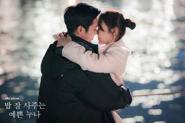 Hóa ra, khác biệt lớn nhất giữa phim tình cảm Hàn xưa và nay lại nằm ở... cảnh hôn! - Ảnh 4.