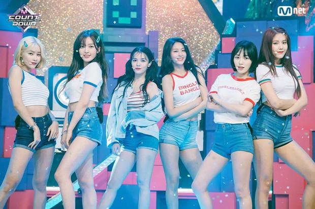Bài mới của AOA bị chê tệ hơn cả đợt trước, sân khấu comeback như show thi thố tài năng trẻ em? - Ảnh 1.