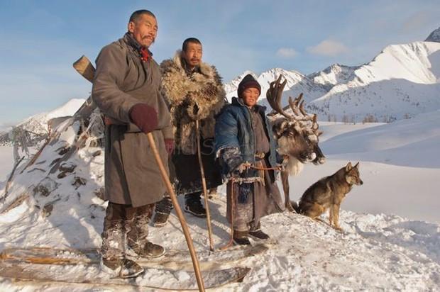 Cuộc sống của tộc người nuôi tuần lộc ở Mông Cổ - Ảnh 3.