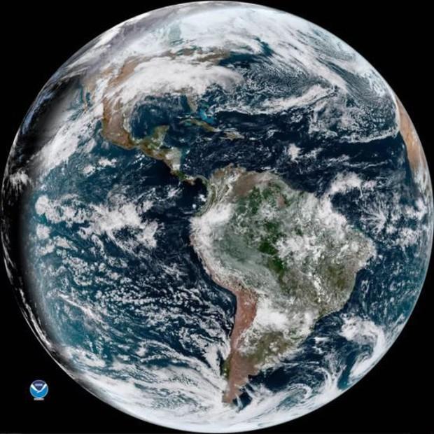 Đang gặp sự cố phần cứng nhưng vệ tinh thời tiết cao cấp nhất của Mỹ vẫn có thể chụp lại hình ảnh Trái Đất đẹp đến ngỡ ngàng - Ảnh 3.