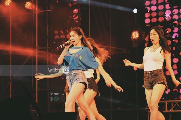 Top khoảnh khắc nóng nhất đêm diễn Hyuna, Highlight: Quyến rũ, sâu lắng, hồi tưởng về chùm ca khúc đình đám một thời - Ảnh 17.