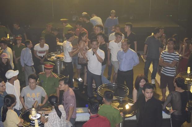 Đột kích quán bar ASTA lúc nửa đêm, phát hiện vũ công múa cột ăn mặc hở hang, nhiều ma túy tổng hợp - Ảnh 1.