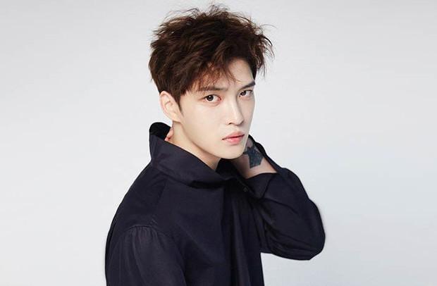 Jaejoong (JYJ) lần đầu biểu diễn trên Music Station của Nhật sau 10 năm kể từ khi rời DBSK - Ảnh 1.