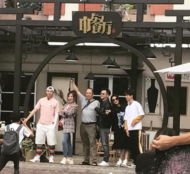 Tiểu Yến Tử Triệu Vy khiến fan nức nở với loạt ảnh thân thiết bên Ngũ A Ca Tô Hữu Bằng - Ảnh 4.