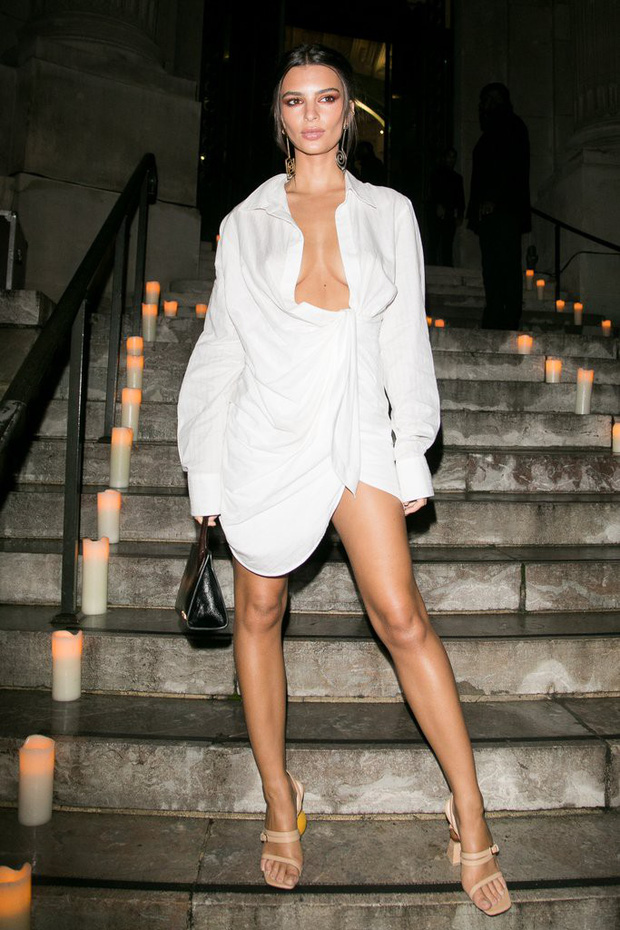 Mặc váy hờ hững khoe vòng 1, Kendall Jenner đụng hàng ngay với Kim Kardashian và Hoàng Ku - Ảnh 5.