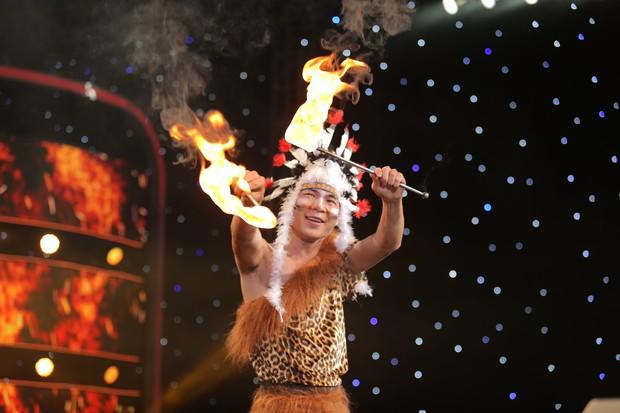 Ảo thuật siêu phàm: Lý Nhã Kỳ lo lắng trước màn trình diễn mạo hiểm với lửa và rắn - Ảnh 3.
