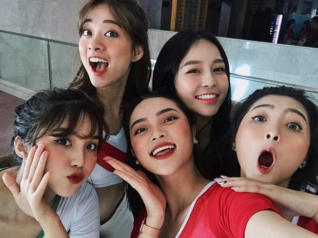 Trương Hoàng Mai Anh cùng dàn hotgirl lên đồ khoẻ khoắn, sẵn sàng cổ vũ hết mình cho World Cup 2018 - Ảnh 1.