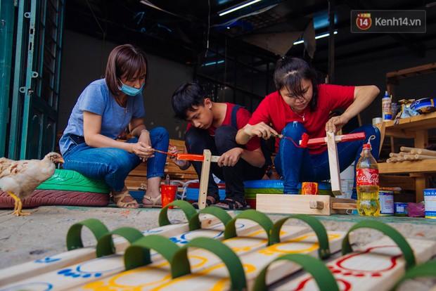 Nhận về những vỏ lốp ô tô hư hỏng và đây là cách mà nhóm bạn trẻ tạo nên một sân chơi cho các em nhỏ ở Bình Phước - Ảnh 4.
