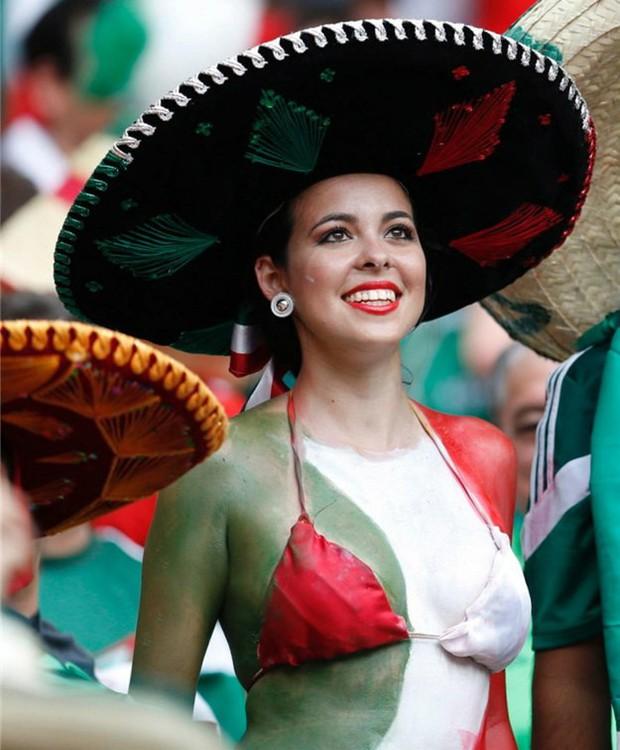 Hàn Quốc và những quốc gia có fan nữ nóng bỏng và cuồng nhiệt nhất World Cup - Ảnh 1.