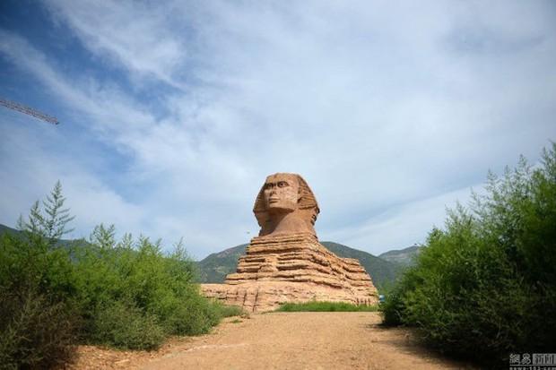 Ai Cập đệ đơn khiếu nại lên UNESCO vì Trung Quốc lại lén xây tượng nhân sư fake 1 đẹp hơn cả bản gốc - Ảnh 1.