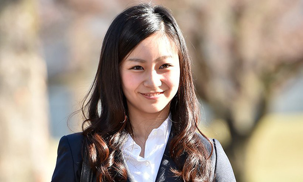 Công chúa xinh đẹp nhất Nhật Bản xuất hiện rạng rỡ, công bố đã hoàn thành khóa học tại Anh - Ảnh 1.