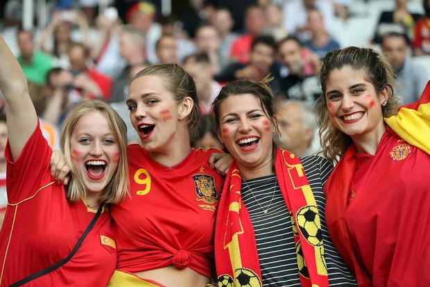 Hàn Quốc và những quốc gia có fan nữ nóng bỏng và cuồng nhiệt nhất World Cup - Ảnh 8.