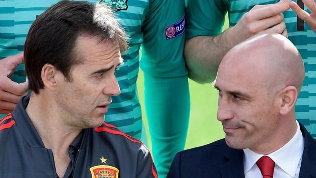 Nội chiến giữa cầu thủ Barca và Real khiến HLV Tây Ban Nha bị sa thải? - Ảnh 2.