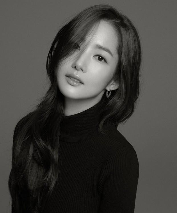 Ảnh hậu trường đẹp khó tin của đệ nhất dao kéo Park Min Young: Đẳng cấp còn hơn cả thần tiên tỉ tỉ - Ảnh 16.