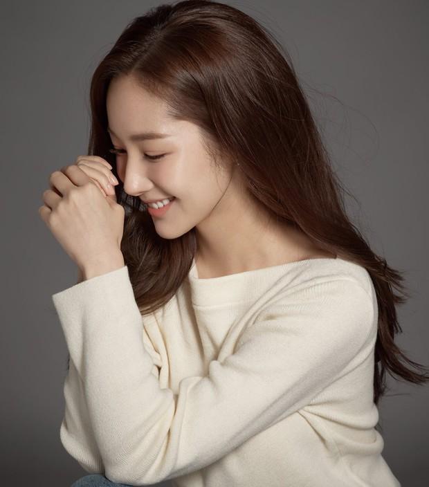Ảnh hậu trường đẹp khó tin của đệ nhất dao kéo Park Min Young: Đẳng cấp còn hơn cả thần tiên tỉ tỉ - Ảnh 18.