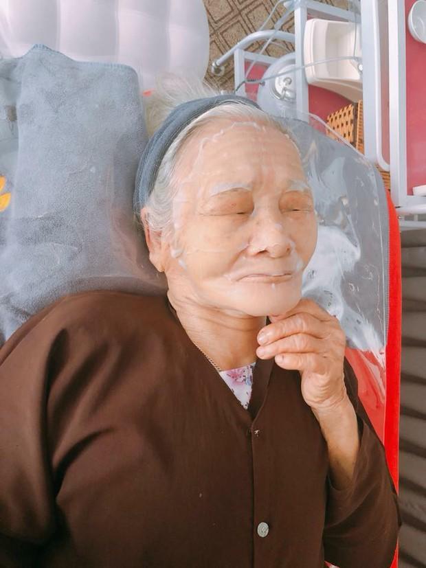90 tuổi vẫn rủ nhau đi spa làm đẹp, hai cụ bà khiến cư dân mạng xuýt xoa ngưỡng mộ - Ảnh 2.