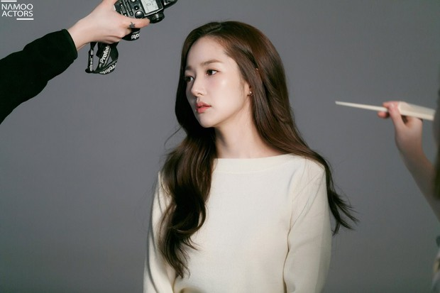 Ảnh hậu trường đẹp khó tin của đệ nhất dao kéo Park Min Young: Đẳng cấp còn hơn cả thần tiên tỉ tỉ - Ảnh 19.