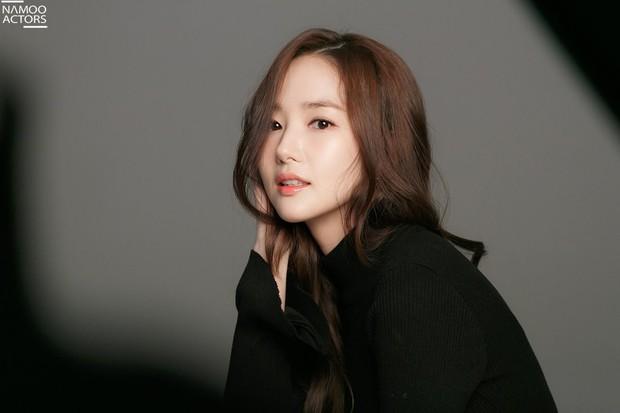 Ảnh hậu trường đẹp khó tin của đệ nhất dao kéo Park Min Young: Đẳng cấp còn hơn cả thần tiên tỉ tỉ - Ảnh 14.