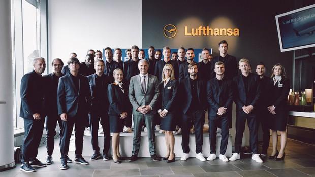 World Cup 2018: Reus, Neuer và dàn trai đẹp tuyển Đức đã đến Nga - Ảnh 1.
