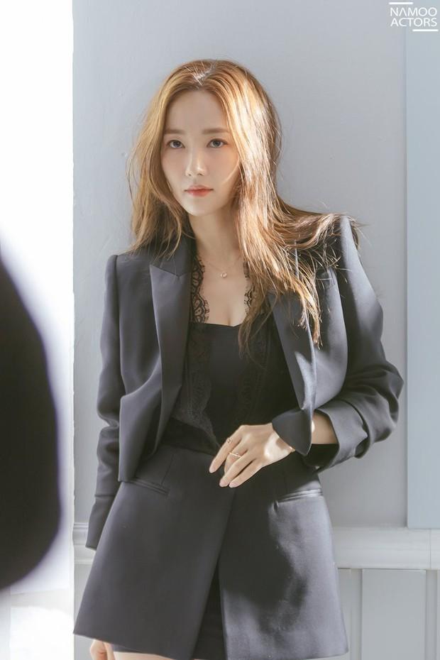 Ảnh hậu trường đẹp khó tin của đệ nhất dao kéo Park Min Young: Đẳng cấp còn hơn cả thần tiên tỉ tỉ - Ảnh 4.