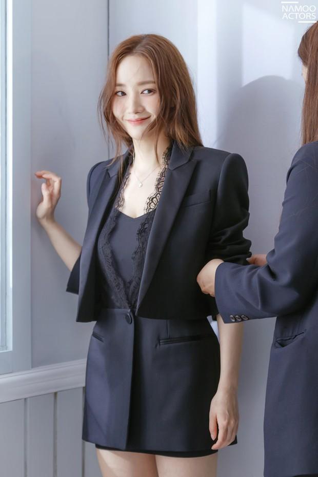 Ảnh hậu trường đẹp khó tin của đệ nhất dao kéo Park Min Young: Đẳng cấp còn hơn cả thần tiên tỉ tỉ - Ảnh 5.