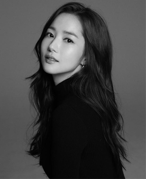 Ảnh hậu trường đẹp khó tin của đệ nhất dao kéo Park Min Young: Đẳng cấp còn hơn cả thần tiên tỉ tỉ - Ảnh 17.