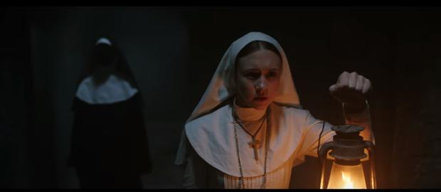 """The Nun: Hết hồn khi Valak """"nhảy xổ"""" vào con gái nhà người ta - Ảnh 2."""