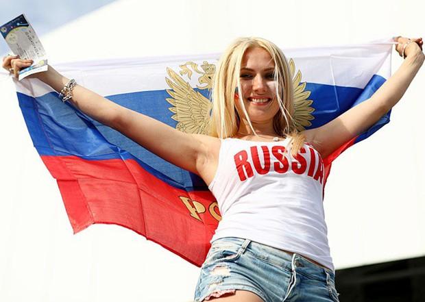 Hàn Quốc và những quốc gia có fan nữ nóng bỏng và cuồng nhiệt nhất World Cup - Ảnh 2.