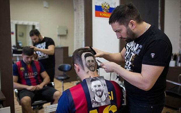 Kiểu tóc mang gương mặt Messi gây sốt vì quá chất - Ảnh 2.
