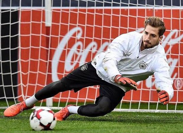 Fan nữ bị hút hồn bởi chàng thủ môn đội tuyển Đức đẹp trai như tài tử - Ảnh 4.