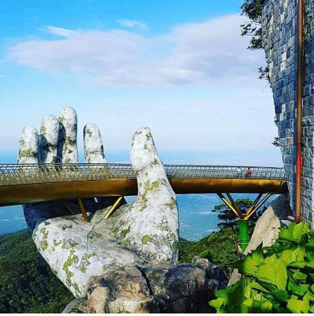 Dân tình bấn loạn trước cây cầu vàng hình bàn tay khổng lồ ở Đà Nẵng, rần rần rủ nhau đến check in - Ảnh 7.