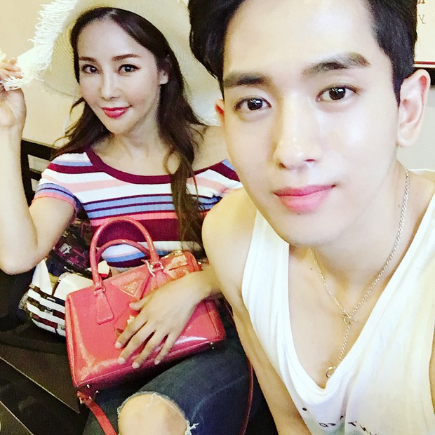 Dispatch đưa tin nữ ca sĩ bốc lửa xứ Hàn diện áo dài, cùng chồng kém 17 tuổi đến tận Việt Nam để chụp hình cưới - Ảnh 5.
