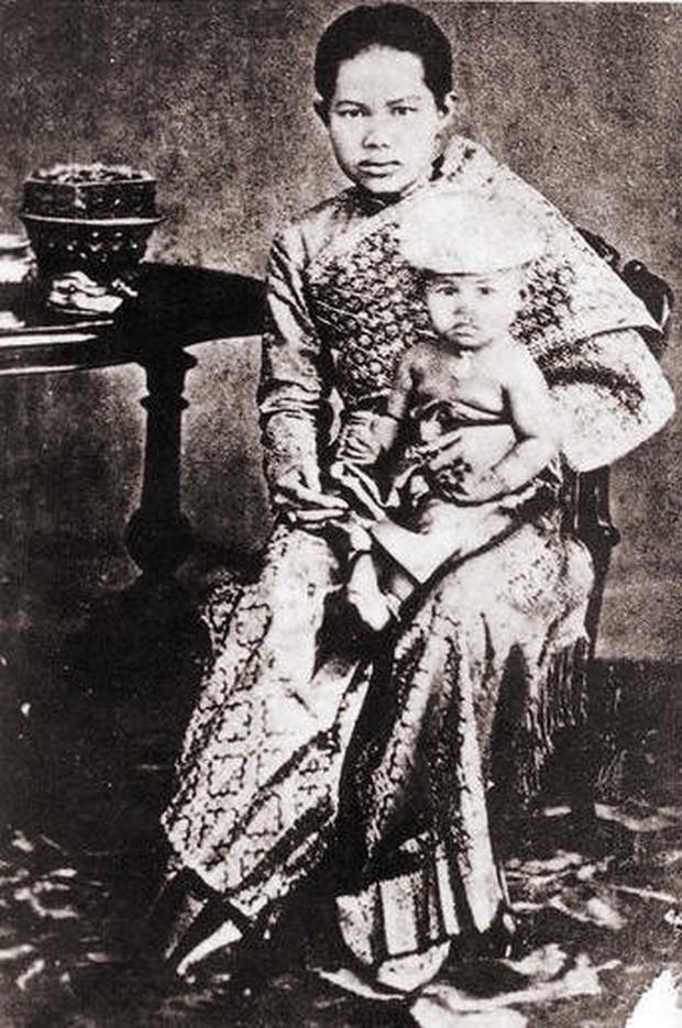 Số phận đoản mệnh của Hoàng hậu Thái Lan: Vẫy vùng trong nước đến chết đuối chỉ vì thân thể cao quý không ai được chạm vào - Ảnh 1.