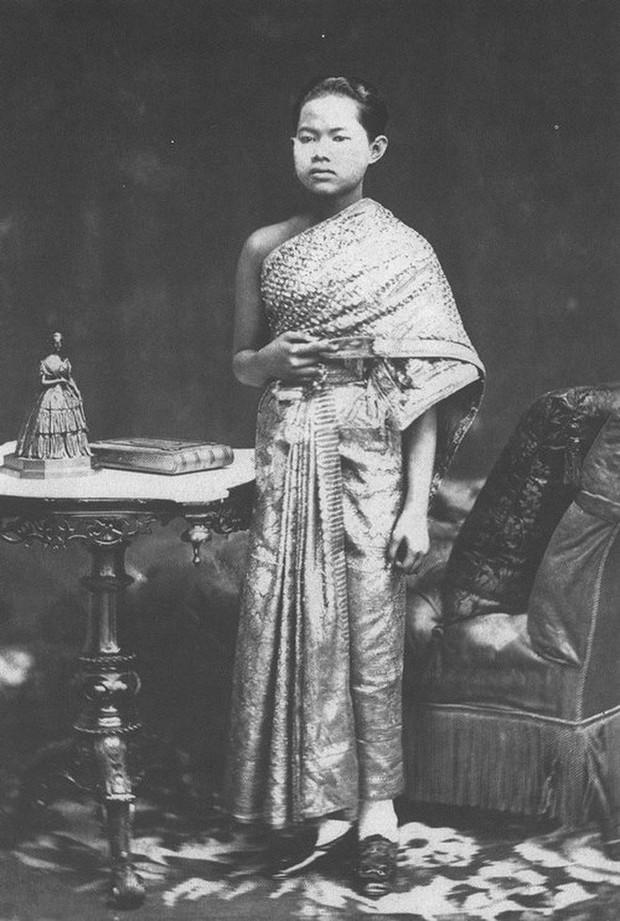 Số phận đoản mệnh của Hoàng hậu Thái Lan: Vẫy vùng trong nước đến chết đuối chỉ vì thân thể cao quý không ai được chạm vào - Ảnh 2.
