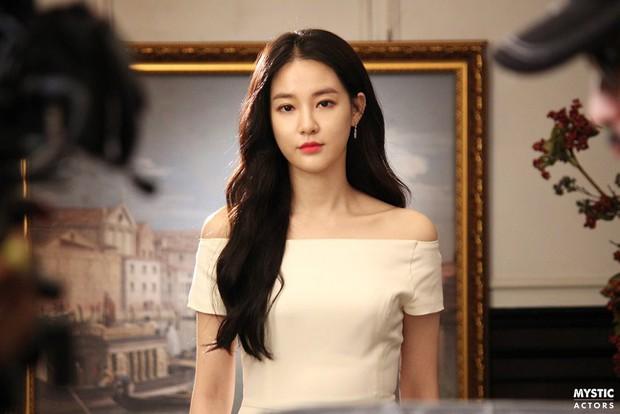 Vẫn biết bạn gái G-Dragon đẹp, nhưng không ngờ lại đến mức này trong loạt hình hậu trường - Ảnh 2.