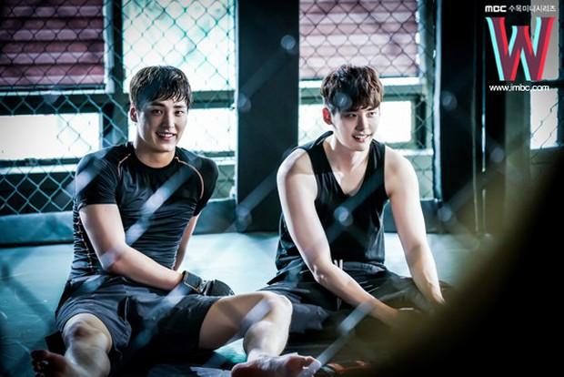 Ai cũng choáng khi biết tuổi thật của mỹ nam thủ vai anh trai Park Seo Joon trong Thư Ký Kim - Ảnh 4.
